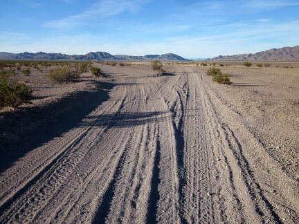 When Crucero Road reaches Broadwell Dry Lake, it forks to make two separate northbound roads