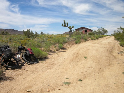 Riding up Cedar Canyon Road, I spot an abandoned house, so the 10-ton bike pulls over to allow a few minutes of exploration