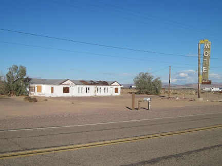 Next to the Bagdad Café in Newberry Springs is the abandoned Henning Motel