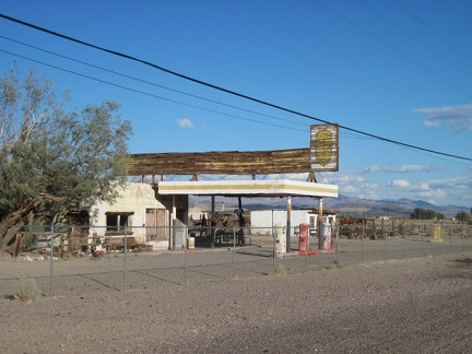 I stop to take a quick look at an abandoned gas station in Newberry Springs, which also once housed a restaurant