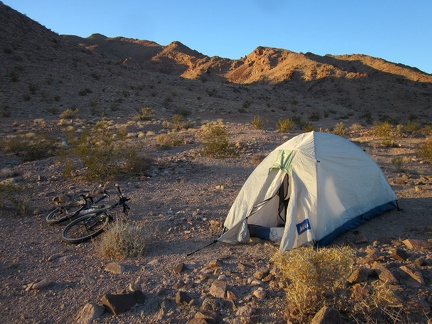 I check out the side roads as I ride through Cady Mountains pass and find a great campsite for two nights, before sunset even
